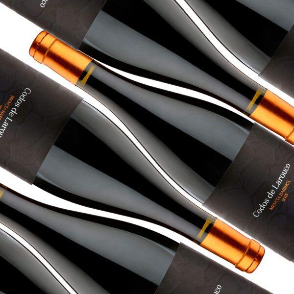 fotografía botellas Costeira Codos de Larouco Mencía Barrica