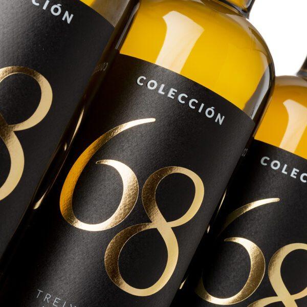 fotografía detalle botellas Costeira Colección 68 Treixadura